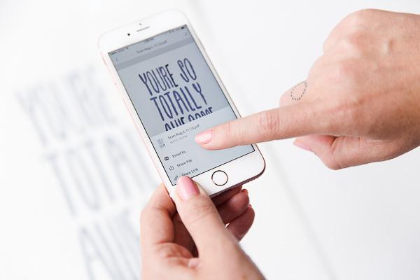 Bạn đã biết app chèn chữ vào ảnh bán hàng chưa?